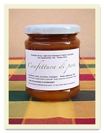 La confettura di pera è preparata con pere biologiche di varietà William's, che maturano sotto il sole d'agosto, ottima per guarnire crostate, oppure da abbinare a piatti di formaggi.